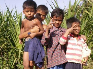 Cambodja, kids along the way