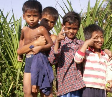 Cambodja, kids along the way