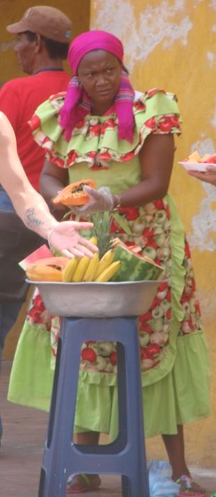 9_3 tm 10_3 Cartagena - streetlife, fruitladies13