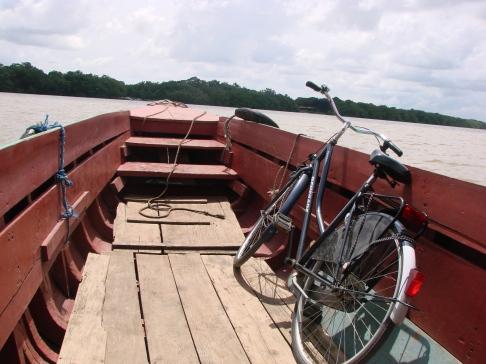 2. fietsen door Commewijne 1