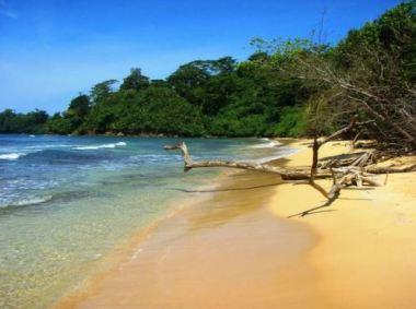 long beach , panama bastimentos
